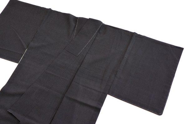 黒地の絹ちぢみの蚊絣文様の夏着物