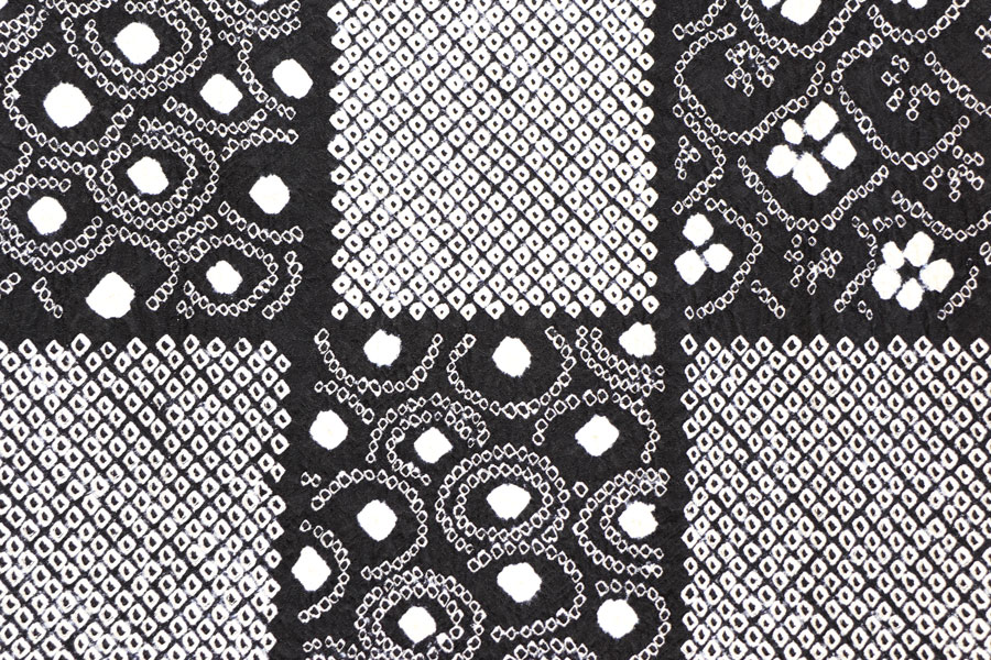 黒地の絞りの小紋 着物
