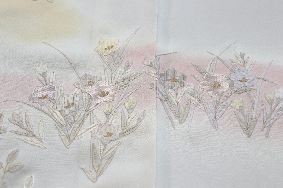 刺繍の秋草花文の訪問着 着物
